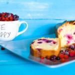 Plumcake con yogurt di soia alla vaniglia e frutti di bosco
