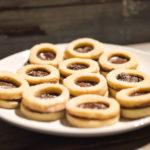 Biscottini ripieni di cioccolata alla nocciola