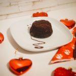Tortino vegan con cuore caldo al cioccolato fondente