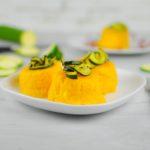 Tortino di polenta con crema di ceci e zucchine