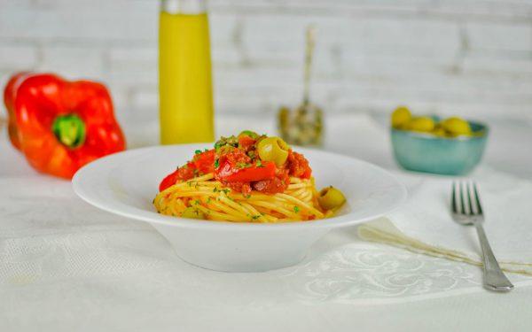 spaghetti peperoni e capperi