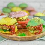 Panini vegan colorati con burger di lenticchie